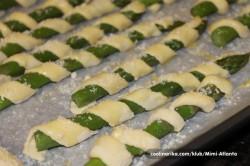 Příprava receptu Chuťovka k vínečku a pivečku - chřest v listovém těstě, krok 4