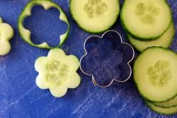 Příprava receptu Zdravé okurkové jednohubky s pažitkovou pomazánkou, krok 1