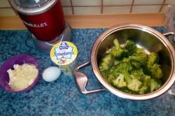 Příprava receptu Zapečené brambory s brokolicí a sýrem, krok 1