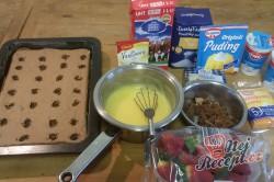 Příprava receptu Fantastické pudinkové řezy se šlehačkou a jahodami, krok 6