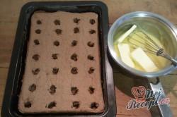 Příprava receptu Fantastické pudinkové řezy se šlehačkou a jahodami, krok 7