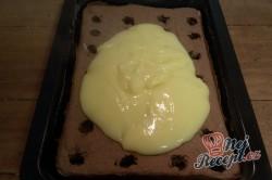 Příprava receptu Fantastické pudinkové řezy se šlehačkou a jahodami, krok 8