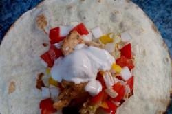Příprava receptu Tortily plněné kuřecím masem a zeleninou, krok 6