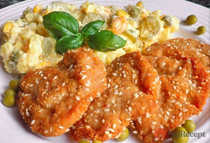 Recept Kuřecí řízečky se sezamem a trochu jiný bramborový salát