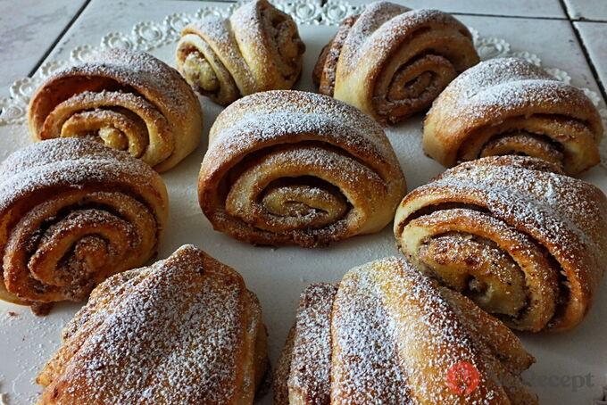 Recept Turecké koláče z kynutého těsta plněné oříšky