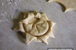 Příprava receptu Kynuté sluníčka se šunkou a sýrem, krok 3