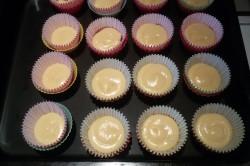 Příprava receptu Muffiny plněné džemem a zdobené vanilkovou šlehačkou, krok 8