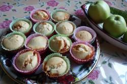 Příprava receptu Muffiny plněné džemem a zdobené vanilkovou šlehačkou, krok 10