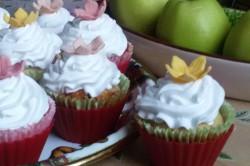 Příprava receptu Muffiny plněné džemem a zdobené vanilkovou šlehačkou, krok 14
