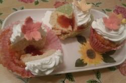 Příprava receptu Muffiny plněné džemem a zdobené vanilkovou šlehačkou, krok 16