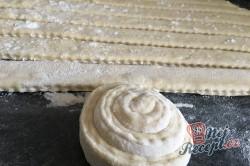 Příprava receptu Slaní šneci z jogurtového kynutého těsta, krok 3