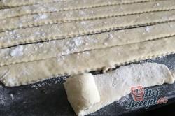 Příprava receptu Slaní šneci z jogurtového kynutého těsta, krok 2