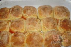 Příprava receptu Pečené buchty se švestkami, krok 10
