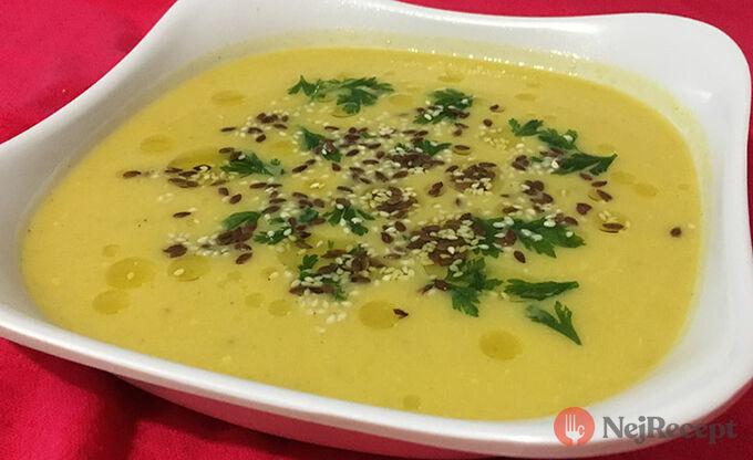 Recept Polévka ze žluté dýně s lněnými semínky