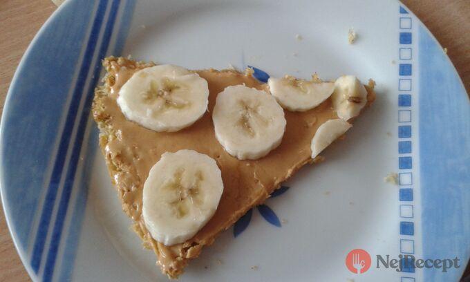 Recept Ovesná pizza s arašídovým máslem a banánem