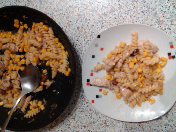 Recept Těstoviny s kukuřicí a kuřecím masem