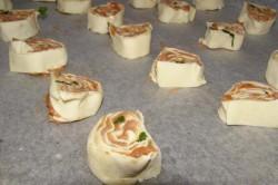 Příprava receptu Tuňákem plnení šneci z listového těsta, krok 2