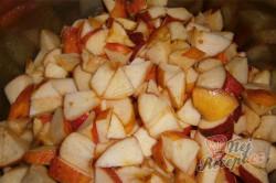 Příprava receptu Nepečené jablečné řezy s piškoty, krok 1