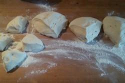 Příprava receptu Domácí pletýnky posypané mákem, krok 6