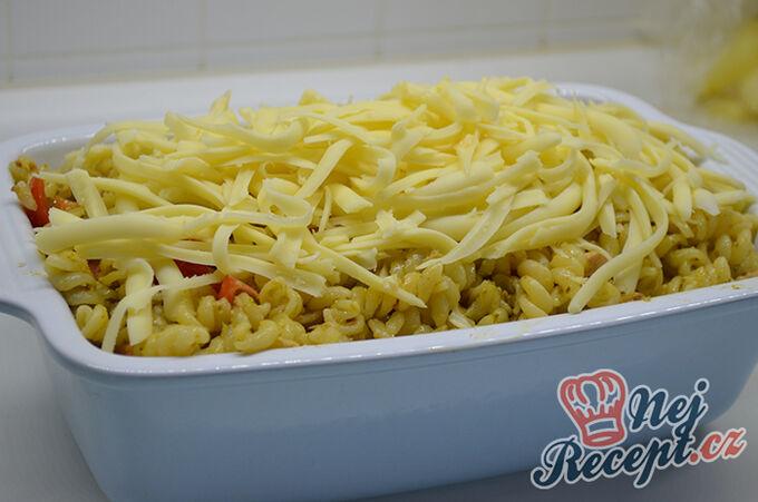 Recept Zapečené těstoviny s tuňákem, pestem a rajčaty