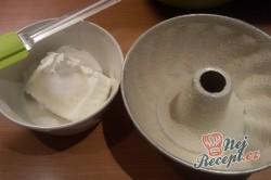 Příprava receptu Tvarohová bábovka s meruňkami, krok 2