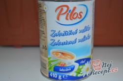 Příprava receptu Nepečený dort s krémem z kondenzovaného mléka s jahodami a šlehačkou, krok 5