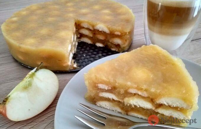 Recept Osvěžijíci nepečený jablečný dortík s piškoty
