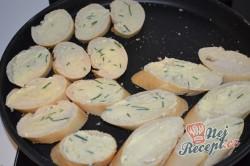 Příprava receptu Bylinkové bagetky s čerstvým špenátem a lososem, krok 3