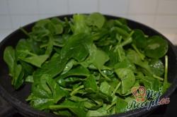 Příprava receptu Bylinkové bagetky s čerstvým špenátem a lososem, krok 4