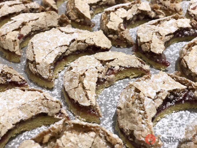 Recept Linecké měsíčky s kokosovo ořechovým sněhem