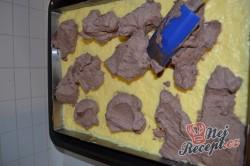 Příprava receptu Řezy s vaječným likérem a pařížskou šlehačkou, krok 6