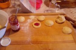 Příprava receptu Plněné koblihy s vanilkovým tvarohem a marmeládou, krok 1