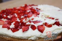 Příprava receptu Neodolatelný dortík s vanilkovým krémem a jahodami, krok 3