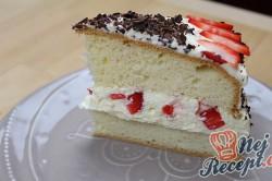 Příprava receptu Neodolatelný dortík s vanilkovým krémem a jahodami, krok 7
