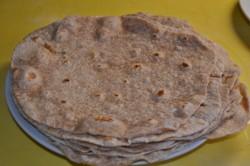 Příprava receptu Domácí tortila s kuřecím masíčkem a zeleninou, krok 1