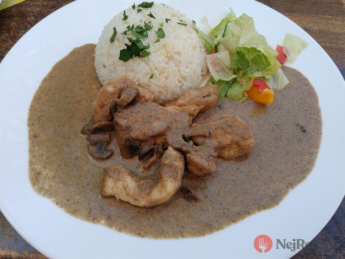 Recept Kuřecí nudličky na žampionech s jasmínovou rýží