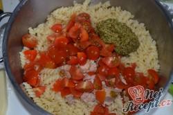 Příprava receptu Zapečené těstoviny s tuňákem, pestem a rajčaty, krok 2