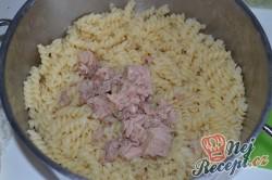 Příprava receptu Zapečené těstoviny s tuňákem, pestem a rajčaty, krok 1