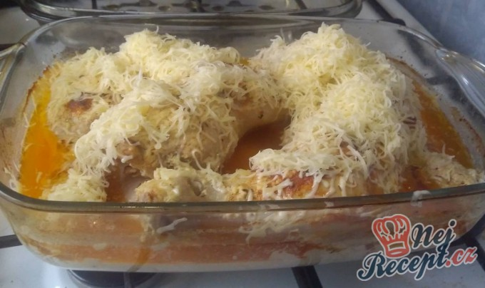 Recept Netradiční kuřecí stehýnka na zakysané smetaně
