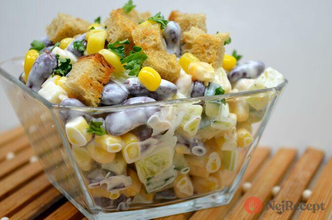 Recept Lehký kuřecí salát se zálivkou ze zakysané smetany a dijonské hořčice