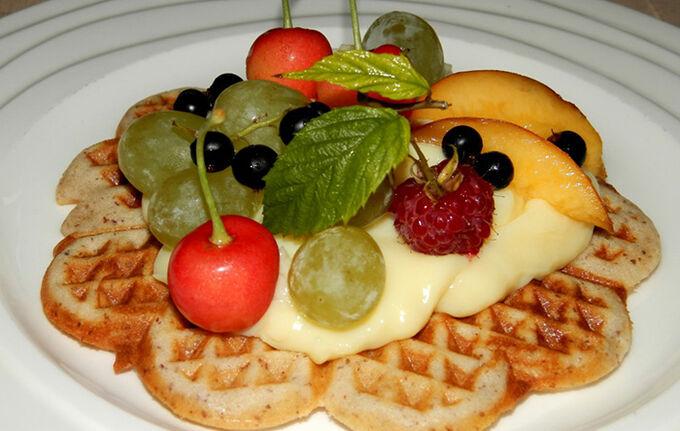 Recept Oříškové vafle s pudinkem a ovocem