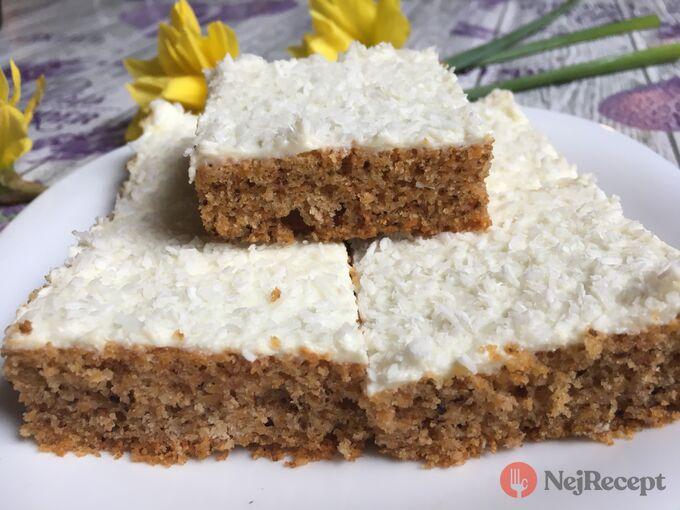 Recept Hrnkový špaldový koláček s mrkví a jogurtovou polevou