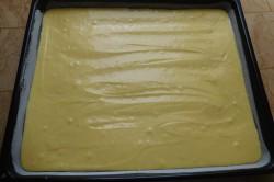 Příprava receptu Jogurtový koláč s ovocem a drobenkou, krok 3
