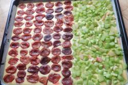 Příprava receptu Jogurtový koláč s ovocem a drobenkou, krok 4