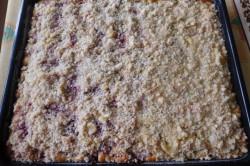 Příprava receptu Jogurtový koláč s ovocem a drobenkou, krok 7