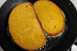 Příprava receptu Chleba ve vajíčku se salátem, krok 2