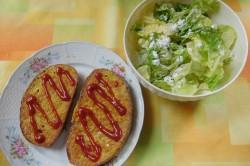 Příprava receptu Chleba ve vajíčku se salátem, krok 5