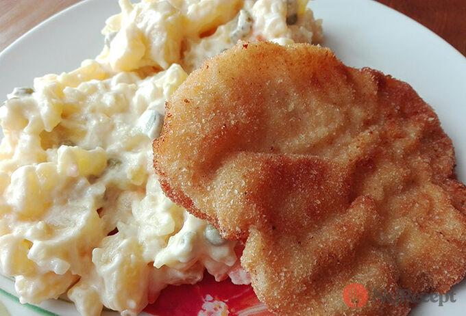 Recept Klasický bramborový salát a řízek