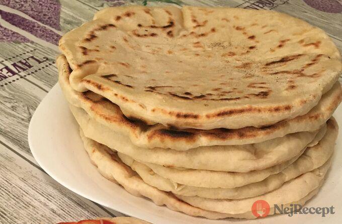 Recept Nejlepší náhrada chleba z hrnečku. Placky z bílého jogurtu, které zvládne připravit i začátečník.