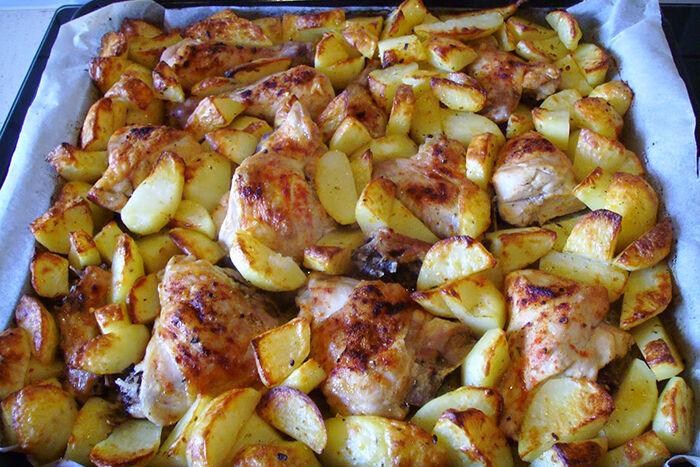 Картошка в духовке с говядиной на протвине